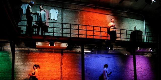 Heterogeneo grupo de actores en una bella puesta