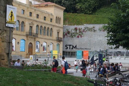 Museo de San Telmo en la base del Monte Urgul con exposiciones de historia y arte