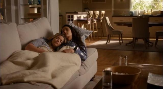 Alison encontra conforto em Emily