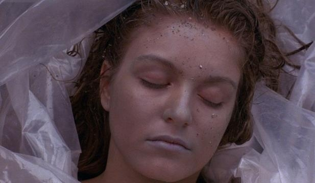 Il corpo di Laura Palmer, altra immagine simbolo della serie - VanityFair.it - vanityfair.it