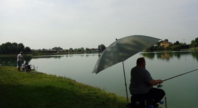 Pescatori amatoriali sul Lago Mella.
