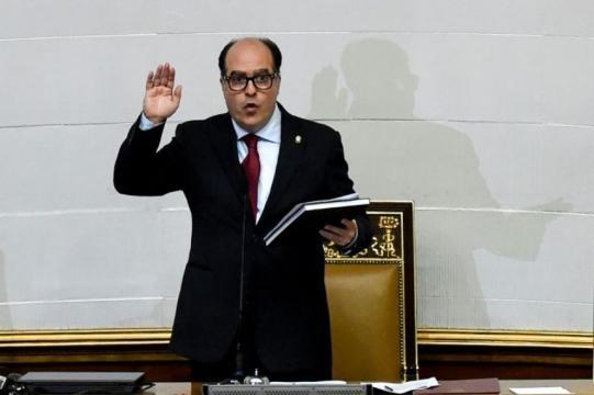 El Parlamento venezolano declara a Maduro en