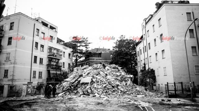 Ciò che rimane del palazzo di Via della Farnesina a Roma dopo la demolizione