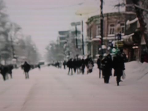 Iarna bat-o vina în București și circulația pe străzi Pe jos!