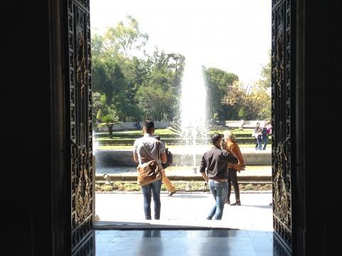 Fuente y jardines del también Museo Nacional de Historia.