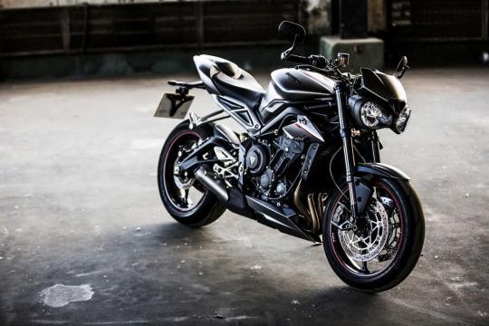 Moto tem design com linhas mais elegantes e que a deixam mais agressiva