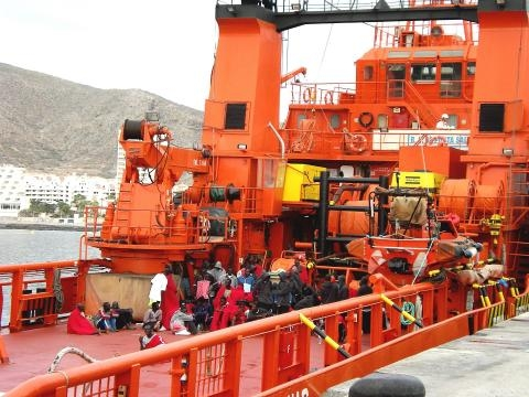 Salvamento marítimo auxilia inmigrantes llegados en patera