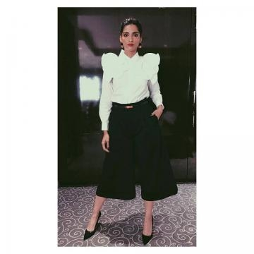 Sonam Kapoor campaigning for Hilary Clinton