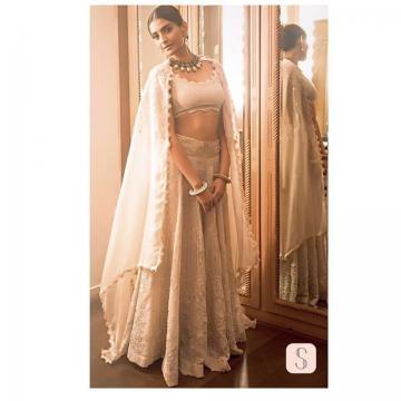 Sonam Kapoor wearing Anamika Khanna