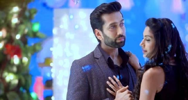 Shivaay (Nakul Mehta) and Anika (Surabhi Chandana) in love (Youtube screen grab)