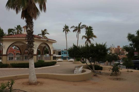 Kiosco en el centro histórico del puerto donde se unen el Pacífico y el de Cortez.