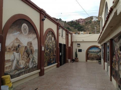 Murales del Museo de las Californias o de Historia Natural o de la maestra Wilkes.