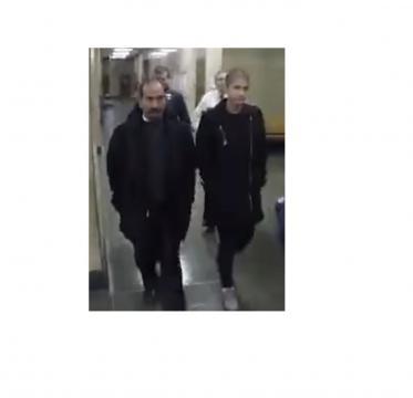 Yasemin Seweid und ihr Vater verlassen das Gericht (Screenshot)