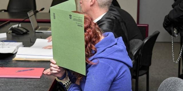Die Angeklagte Xenia I. auf der Anklagebank im Dessauer Landgericht zu den Verhandlungen zum Mordfall Yangjie Li Foto: mz-web.de/Lutz Sebastian