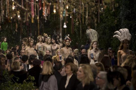 Le premier défilé Dior par Maria Grazia Chiuri