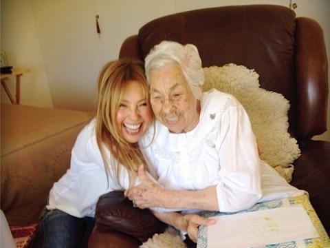 Thalia Sodi avec sa grand-mère Eva Mange