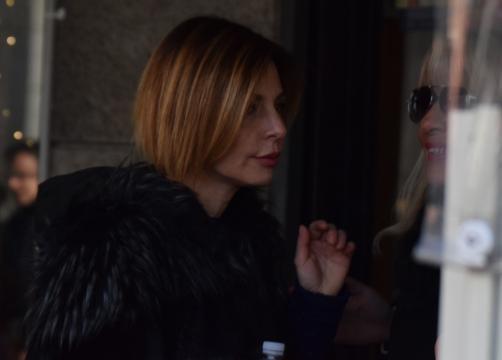 Francesca Persi saluta la mamma di Corona. Quattrone