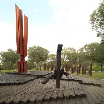el primer monumento en la capital de España dedicado a los damnificados de la Shoá.