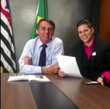 Karol Eller em entrevista feita no gabinete do deputado Bolsonaro