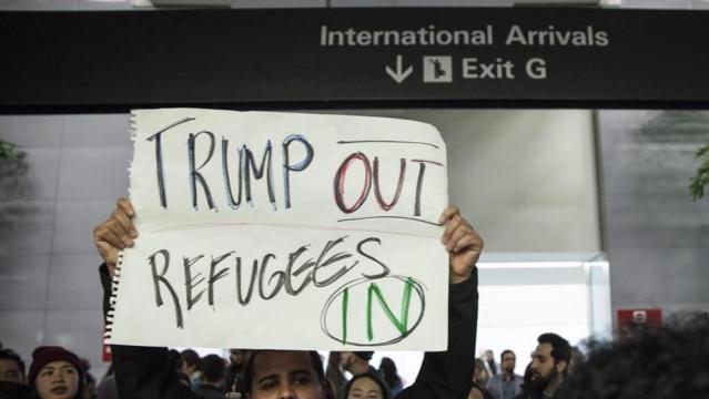 Stop all'immigrazione, rivolta contro Trump. Giudice federale ... - lastampa.it