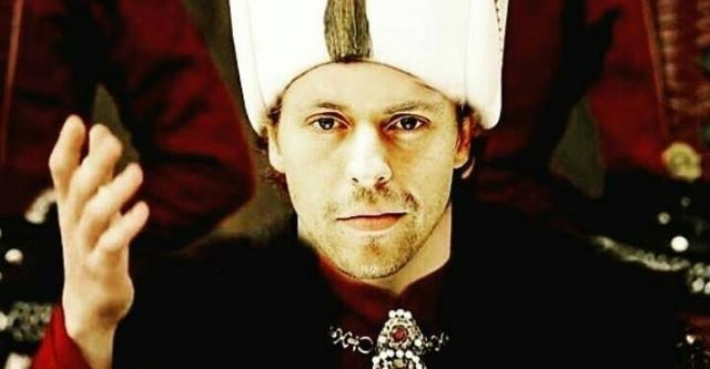 Metin Akdülger w roli Sułtana Murada IV (TIMS.TV)