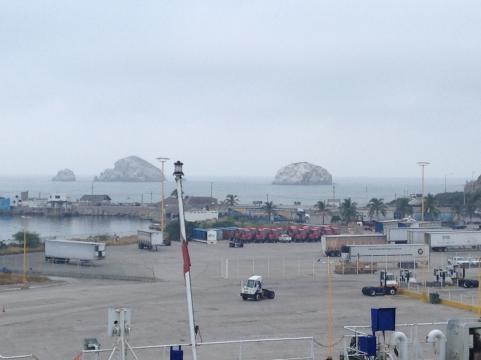 Baja Ferry arriba a uno de algunos muelles para barcos de media talla