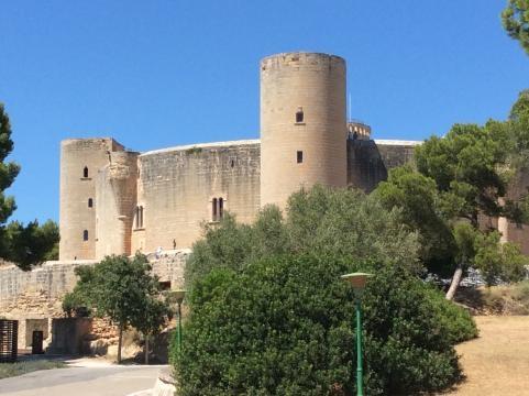 Castell de Belver Seitenansicht. Foto: Grischa Baumeister