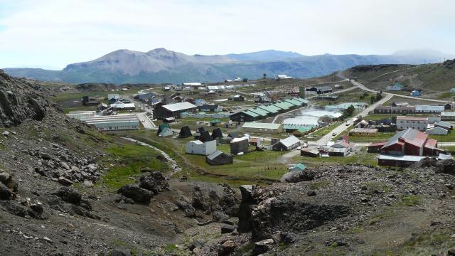 El centro Termas de Copahue se encuentra 358 Km. de Neuquén Capital y a 1582 de CABA