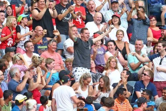 Fan in crowd celebrates catch at Big Bash League game - ABC News ... - net.au