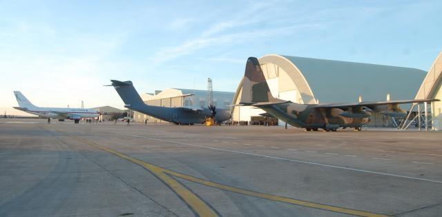 Los tres modelos de transporte pesado. B-727, A-400M y C-130.