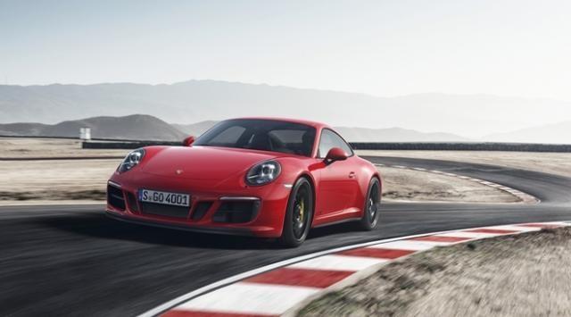 Porsche 911 GTS Coupé com transmissão manual é o mais veloz, 312 km/h