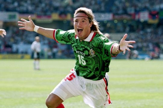 El 'Matador' anotando un gol en el Mundial de Francia 1998