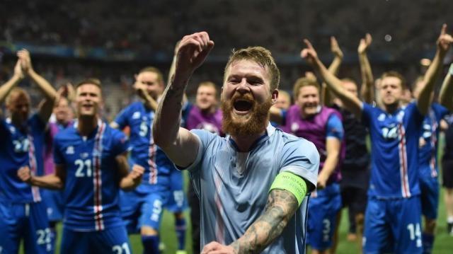 La nazionale islandese festeggia la qualificazione ai Mondiali di Russia 2018- eurosport.com
