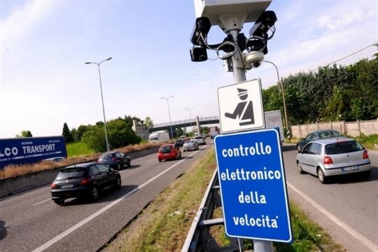 L'autovelox in via Palmanova a Milano, provvisoriamente