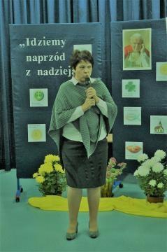 Dyrektor placówki Ewa Lewicka dziękuje organizatorom (fot. Jerzy Jastrzębski)