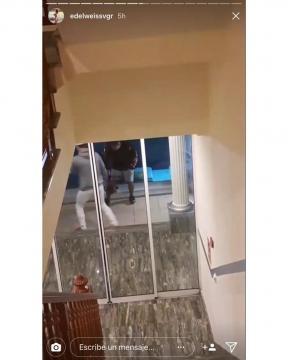 Otro trozo de la casa fotografiado desde dentro.