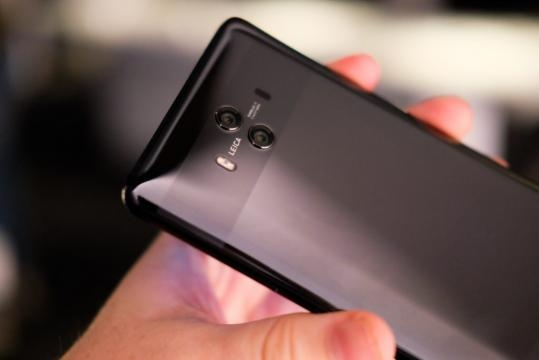 Huawei Mate 10 vs Mate 10 Pro: What's the difference? - trustedreviews.com