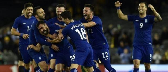 I giocatori della Grecia esultano dopo un gol: la nazionale ellenica è l'avversaria più abbordabile, sulla carta, per gli azzurri