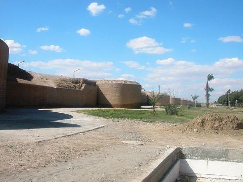 Ar-Raqqa, Syria - City walls (Image credit – Odilia – Wikimedia Commons)