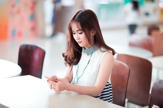 In cina ragazza perde l'occhio per colpa dello smartphone. - pixabay.com