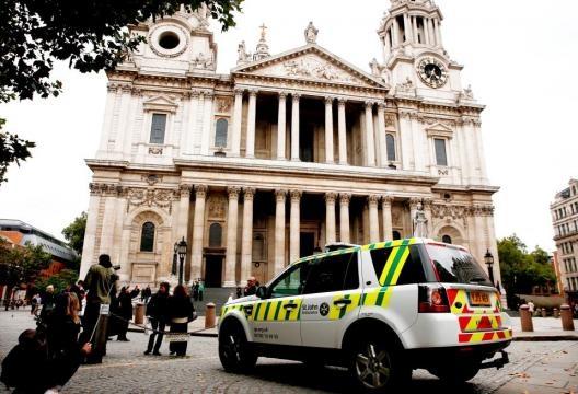 Serviços de emergência chegaram à igreja em minutos, mas não puderam salvar a jovem