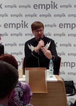 Alek Rogoziński na spotkaniu z czytelnikami w Łodzi (fot. Krzysztof Krzak)