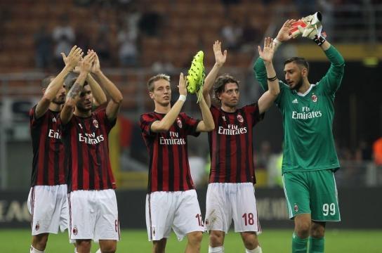 Il Milan ringrazia i tifosi presenti