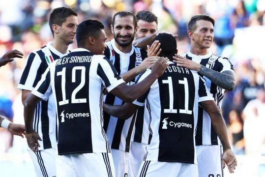 Juventus intorno a Douglas Costa