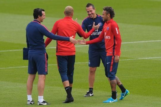 Foot PSG - PSG : Neymar agacé par Emery avant OM-PSG ? - Ligue 1 ... - foot01.com