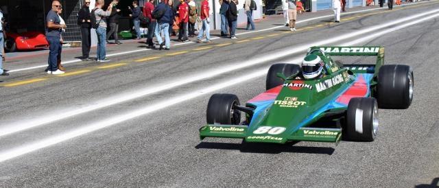 O Lotus 80 prepara-se para entrar em pista