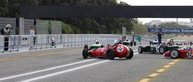 Os F1 pré-1966 preparam-se para a corrida