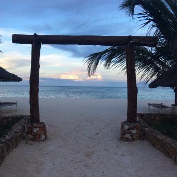 La spiaggia di Pwani Mcangani, davanti al Waikiki