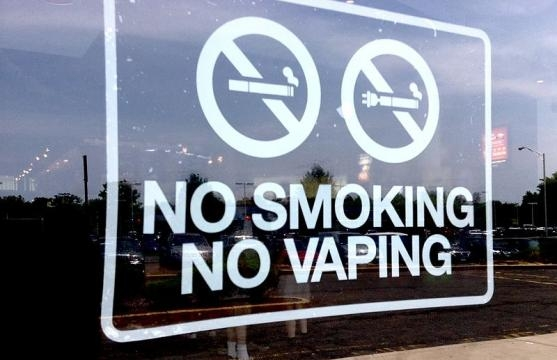 No Vaping Sign (Image credit – Mike Mozart – Wikimedia Commons)