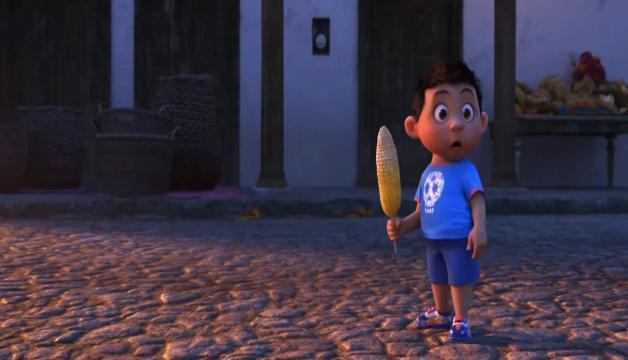 Referencia a Cars en los zapatos de este niño, combinado con elementos de la tradición mexicana.